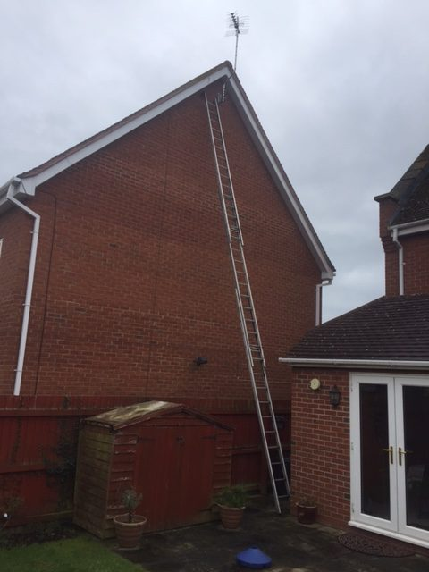 Long ladders to fix aerial